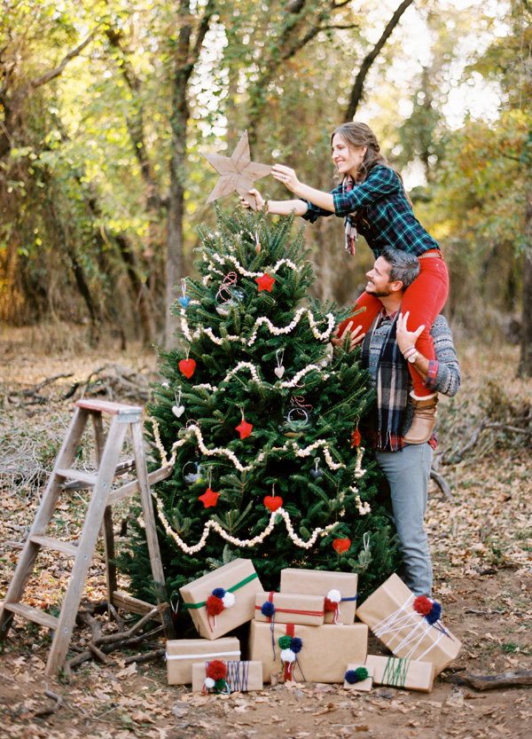 Outdoor Christmas Photo Shoot Ideas From Our House to Your...